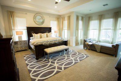 (Source: http://photos.hgtv.com/photos/master-bedroom-reading-nook-)